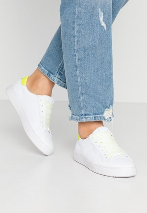 Trainers - white/neon yellow