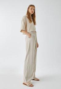 PULL&BEAR - Kalhoty - sand - 4