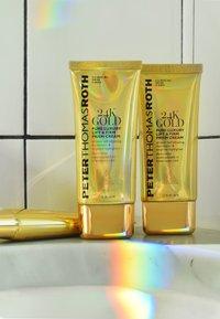 Peter Thomas Roth - 24K GOLD PRISM CREAM - Face cream - - - 4