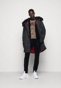 Versace Jeans Couture - MAN LIGHT - Zip-up hoodie - nero - 1