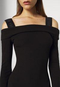 Guess - FABIANA  - Pletené šaty - jet black - 4