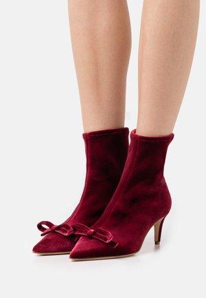 BOOTIE - Kotníkové boty - burgundy