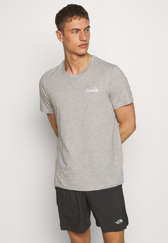 CORE - T-shirt con stampa - light middle grey melange