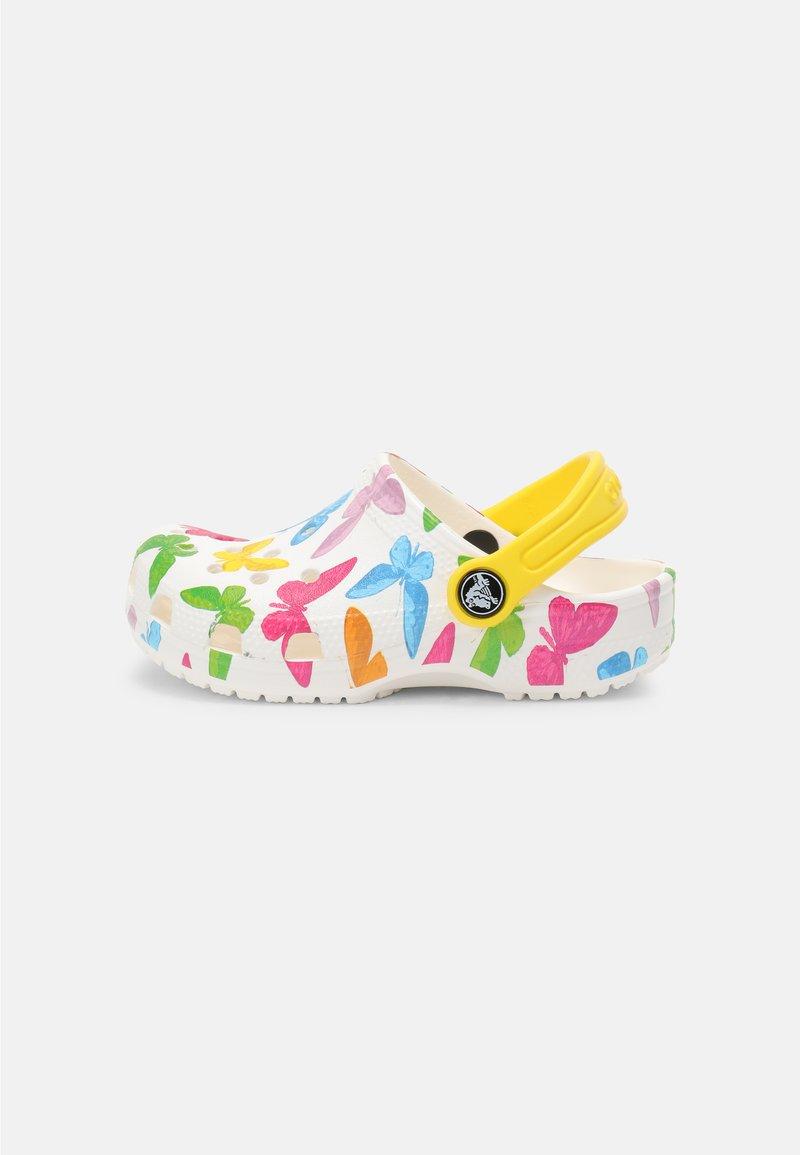 Crocs - CLASSIC VACAY VIBES - Sandály do bazénu - white