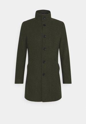 2-IN-1 - Short coat - green