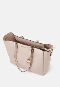 MICHAEL Michael Kors - KIMBERLY 3 IN 1 TOTE SET - Handbag - soft pink - 3