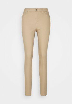 VMHOT SEVEN MR PUSH PANT - Jeans Skinny Fit - tan
