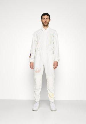 LOVE UNITES UNISEX - Overall / Jumpsuit /Buksedragter - off white/multicolor