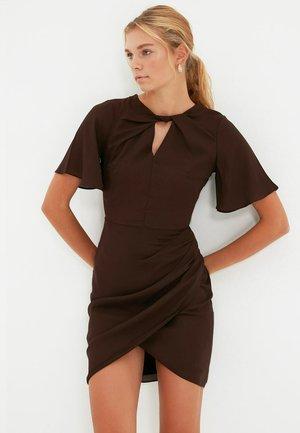 PARENT - Shift dress - brown