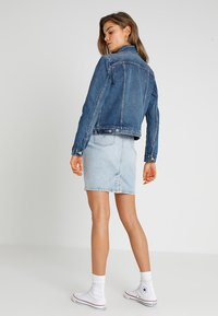 Levi's® - ORIGINAL TRUCKER - Kurtka jeansowa - soft as butter dark - 2