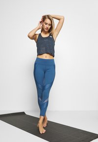HIIT - CROP - Top - teal - 1