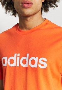 adidas Performance - Camiseta estampada - true orange - 5