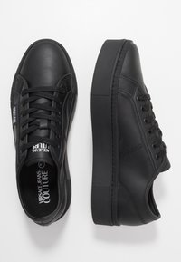 Versace Jeans Couture - CASSETTA LOGATA  - Sneakers basse - black - 1