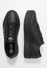 Versace Jeans Couture - CASSETTA LOGATA  - Sneakers laag - black - 1