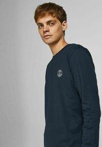 Jack & Jones - BASIC - Pitkähihainen paita - navy blazer - 3