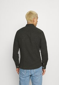 Only & Sons - ONSCAIDEN SOLID - Skjorta - olive night - 2