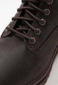 Timberland - COURMA GUY BOOT WP - Snörstövletter - dark brown - 5