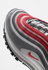 Nike Sportswear - AIR MAX 97 UNISEX - Zapatillas - smoke grey/university red/white/grey fog - 2