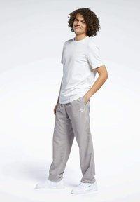 Reebok Classic - CLASSICS TRACKSUIT BOTTOMS - Pantalon de survêtement - grey - 1