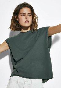 Massimo Dutti - MIT WELLENDETAIL - Basic T-shirt - khaki - 1