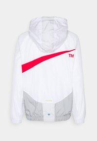 Nike Sportswear - Cortaviento - white/smoke grey/photon dust - 1