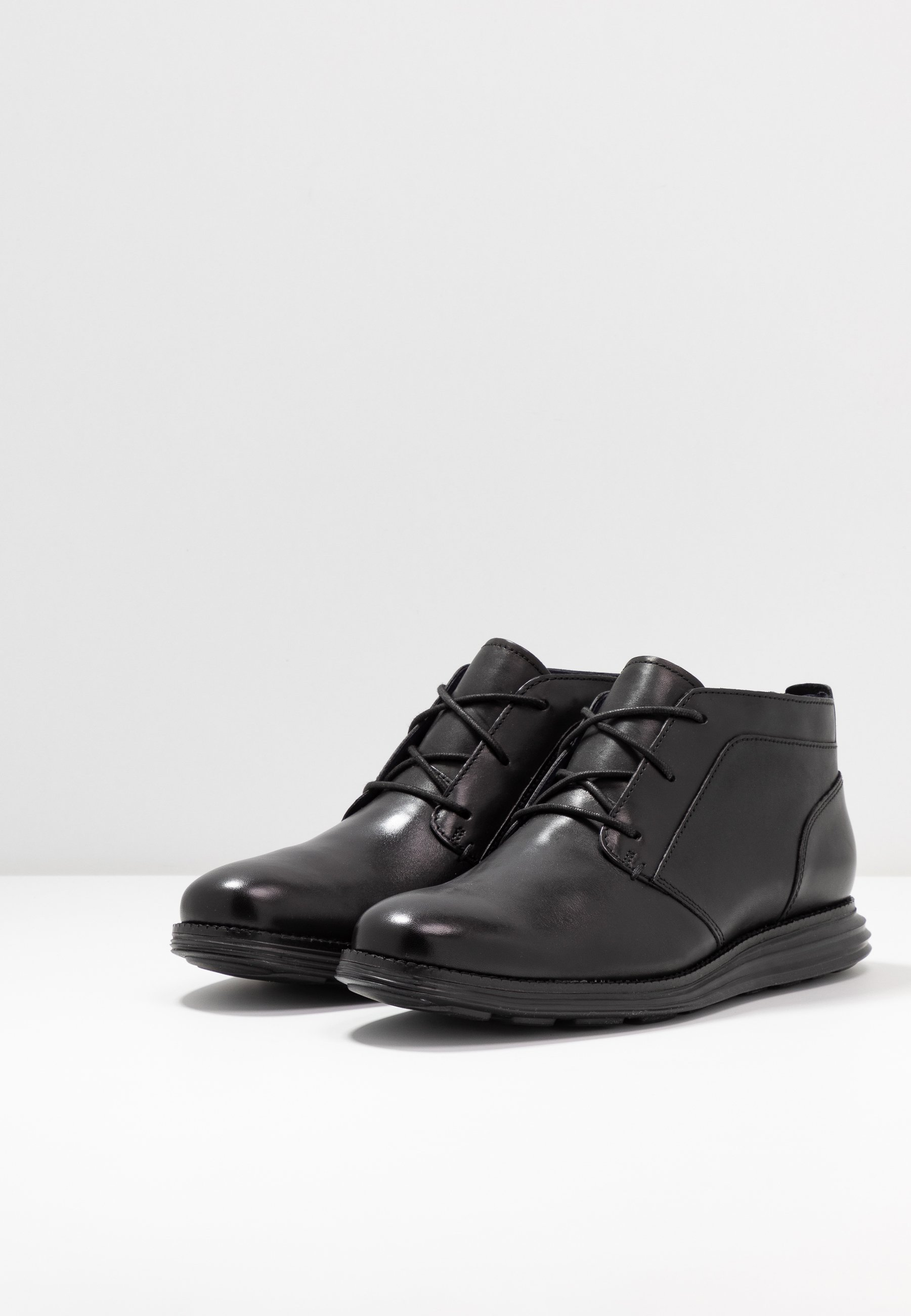 Discount Cheapest Cole Haan ORIGINAL GRAND CHUKKA - Lace-up ankle boots - black   men's shoes 2020 ryqIx