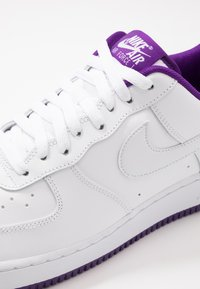 Nike Sportswear - AIR FORCE 1 '07  - Sneakersy niskie - white/voltage purple