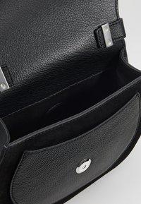 Coccinelle - SIRIO SADDLE - Across body bag - noir - 4