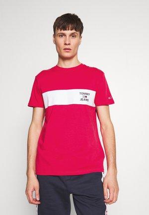 CHEST STRIPE LOGO - T-shirt z nadrukiem - bright cerise pink