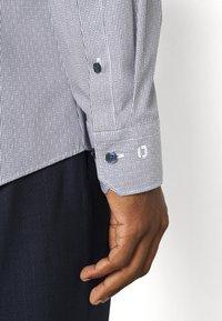 OLYMP No. Six - SIX - Formal shirt - marine - 3