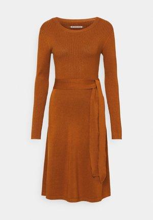 Pletené šaty - brown