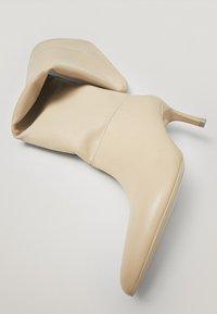 Massimo Dutti - LIMITED EDITION  - Laarzen - white - 6