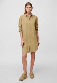 Marc O'Polo - DRESS CUFFED SLEEVE - Shirt dress - sandy beach - 1