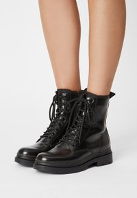 Tamaris - Lace-up ankle boots - black - 0