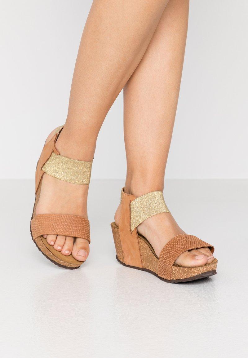 Copenhagen Shoes - DANIELA  - Sandály na platformě - cognac