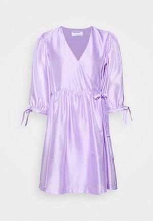 ENOLA WRAP DRESS - Vapaa-ajan mekko - lavender