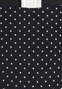 DIM - GENEROUS CLASSIC BRIEF - Briefs - black - 2