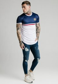SIKSILK - CURVED HEM SPORTS TEE - T-shirts med print - navy/white/red - 1