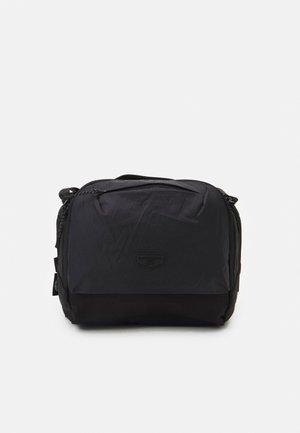 RAMBO MESSENGER BAG UNISEX - Taška spříčným popruhem - black