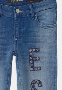 Guess - JUNIOR SKINNY  - Jeans Skinny Fit - blue denim - 2