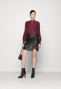 Vero Moda - VMZISSY SHORT COATED SKIRT  - Mini skirt - black - 1