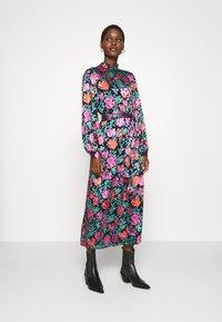 Gestuz - GROA DRESS - Denní šaty - pink roses - 0