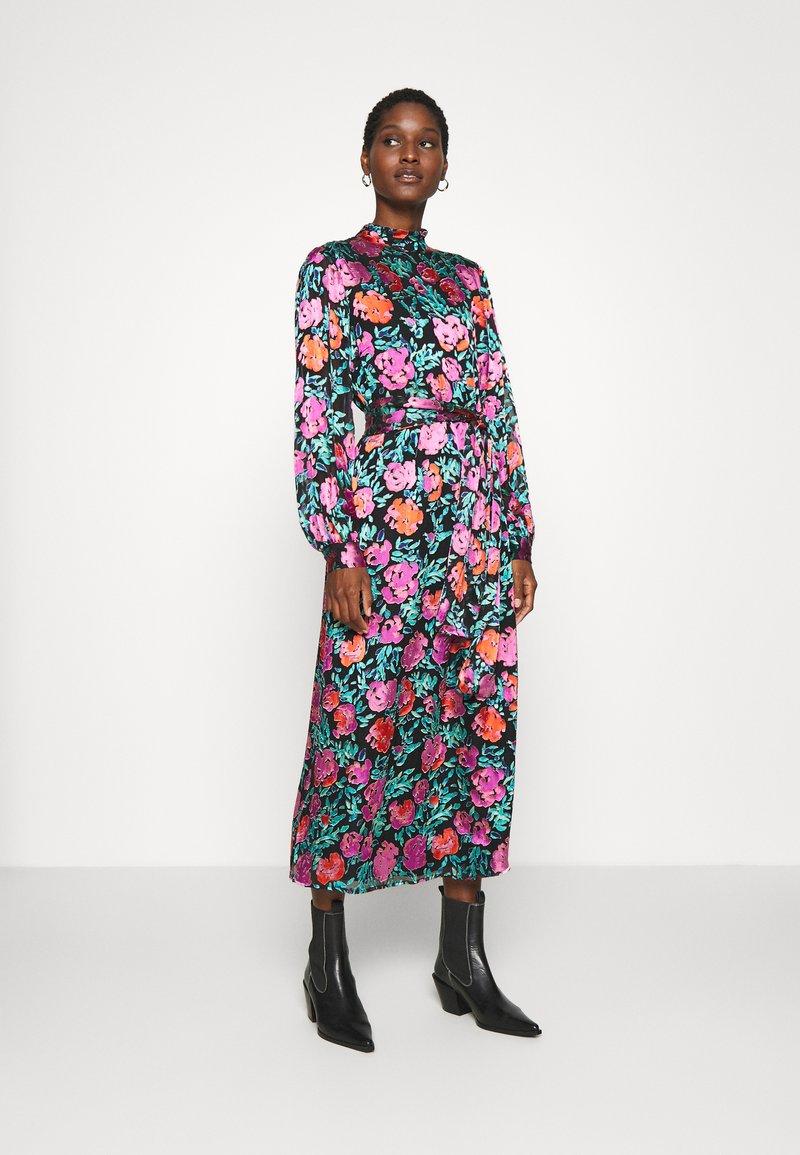 Gestuz - GROA DRESS - Denní šaty - pink roses