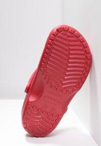 Crocs - CLASSIC UNISEX - Badesandaler - pepper - 4