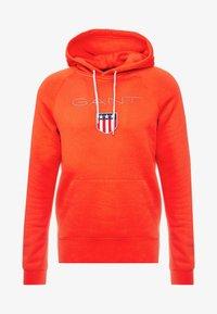 GANT - SHIELD HOODIE - Hoodie - blood orange - 4