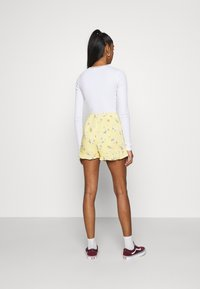 Hollister Co. - RUFFLE SKORT - Shorts - yellow - 2