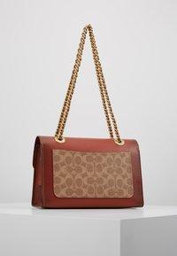 Coach - COLORBLOCK SIGNATURE PARKER SHOULDER - Handbag - rust - 2