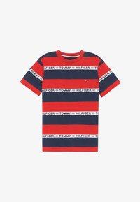 Tommy Hilfiger - BOYS STRIPE TAPE - Camiseta estampada - red - 2