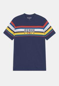Guess - JUNIOR - Print T-shirt - deck blue - 0