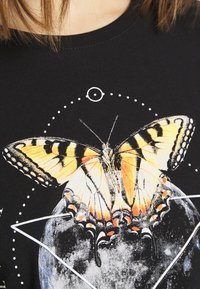 Even&Odd - HATTIE MOON AND BUTTERLY TEE - T-shirt print - black - 5